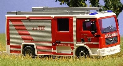 Auf einem MAN kommt das Modell des LF 10/6 der FF Illerrieden von Wiking daher. Foto: Olaf Preuschoff
