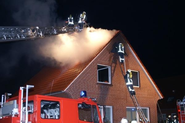 Symbobild Dachstuhlbrand. Foto: Weege/ Feuerwehr