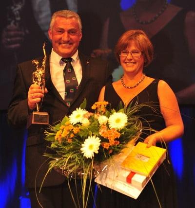 Der Geschäftsführer der Günzburger Steigtechnik Ferdinand Munk freut sich mit seiner Ehefrau Ruth über die Auszeichnung durch die Oskar-Patzelt-Stiftung. Foto: eventdiary/Günzburger Steigtechnik