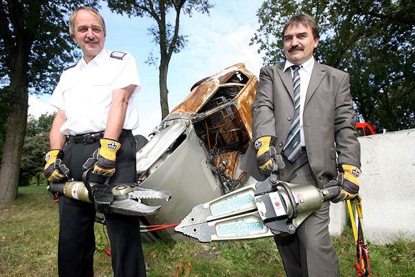 Norderstedts Gemeindewehrführer Joachim Seyferth und Reiner Stuber von Weber Hydraulik freuen sich auf die Rescuedays. Foto: Florian Büh