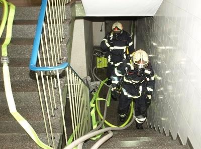 Feuerwehr Iserlohn bei Kellerbrand im Einsatz. Foto: Rutsch/ Feuerwehr