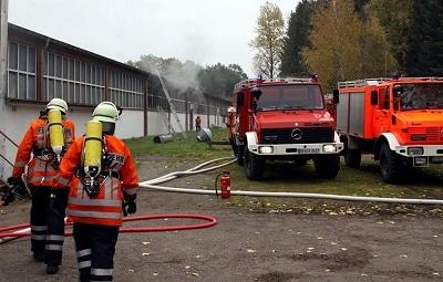 Feuer in Sarg-Produktion. Foto: Meier/ Feuerwehr