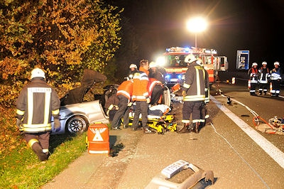 Der Cabrio-Fahrer überlebte den Unfall auf der A 31 nicht. Foto: Guido Bludau