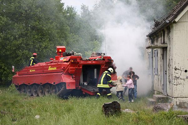 Löschpanzer der Firma Airmatic RED während einer Übung. Foto: AIrmatic