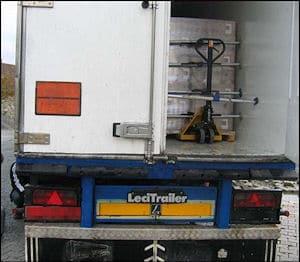 Blick auf den Sprengstoff auf der Ladefläche. Foto: Polizei