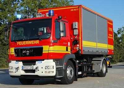 Neues Wechselladerfahrzeug der Feuerwehr Wilhelmshaven von Wilken auf MAN TGM 18.280. Foto: Olaf Preuschoff