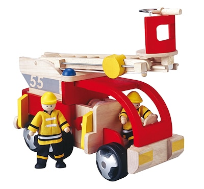 Fertig zum Einsatz: Holzdrehleiter von Plan Toys. Foto: Stadlbauer