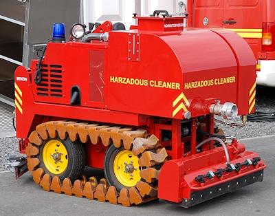 """Selbstfahrender Ölspurreiniger """"Hazardous Cleaner"""". Foto: Rüffer"""