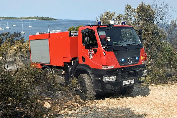Der erste U 20 - Unimog als Feuerwehrfahrzeug läuft in Kroatien. Foto: Daimler AG