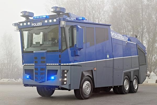 Für deutsche Bereitschaftspolizeien: Wasserwerfer 10000 von Rosenbauer. Foto: Rosenbauer
