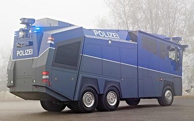 Fahrgestell des WAWE 10000 ist ein Mercedes Actros 3341 AK/42/6x6. Foto: Rosenbauer