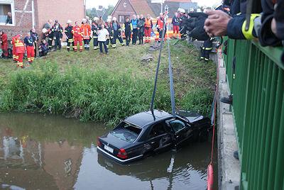 Bergung des verunfallten Pkw. Foto: Polizei Stade