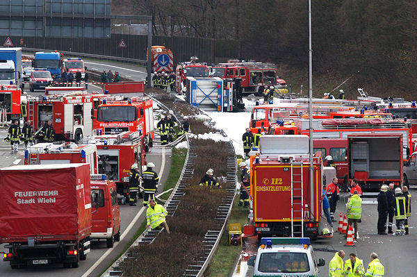 Archivfoto: Schwerer Gefahrgutunfall auf der A 4 bei Reichshof. Foto: Henning Prill
