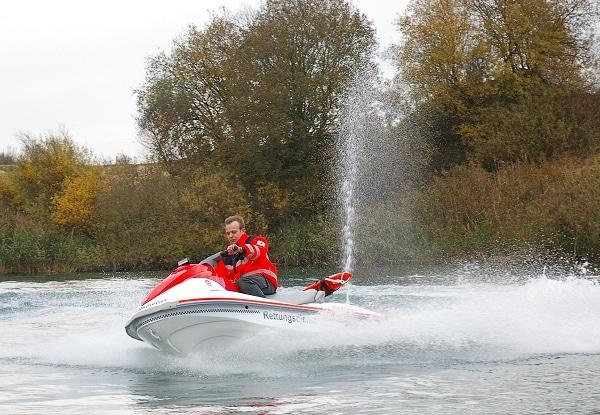 Neues Konzept für die Wasserrettung: Mit einem Jetski sollen die Retter den Verunglückten in kürzester Zeit erreichen. Foto: Lührs Rescue