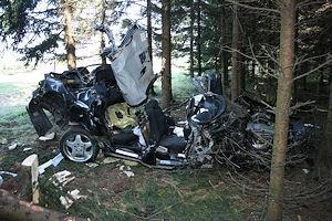 Der völlig zerstörte BMW. Foto: Polizei / VOX