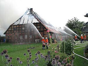 Gebäudebrand nach Blitzeinschlag (August 2008). Foto: KVF/Klöpper