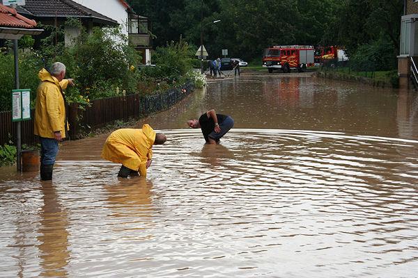 Überflutung nach Unwetter im August 2007 bei Göttingen. Foto: Stefan Rampfel