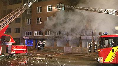 In diesem brennenden Café in Hannover starb ein 29-Jähriger. Foto: Nonstopnews