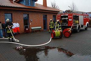 Die Rettungswache wird belüftet. Foto: Andreas Eickhoff