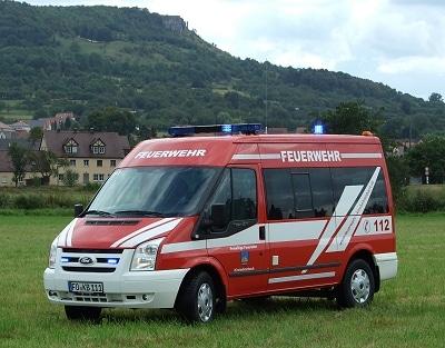 """Das neue Fahrzeug vor dem Wahrzeichen der Gemeinde, dem 514 Meter hohem Walberla (""""Hausberg der Franken""""). Foto: Sebastian Müller/Feuerwehr"""