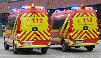 Eine auffällige Heckbeklebung sowie ein Heckwarnsystem sichern die Einsatzfahrzeuge im Verkehrsraum. Foto: Torsten Schams/Feuerwehr