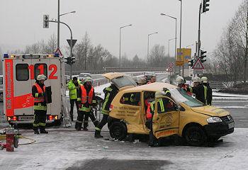 Schwerer Verkehrsunfall in Kreuztal. Foto: Henning Prill