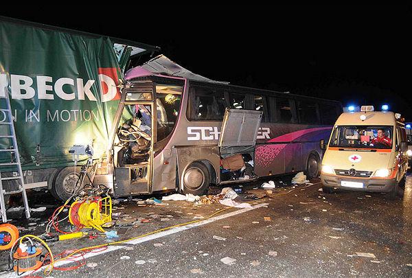 Sechs Menschen starben bei diesem Busunfall in Niederösterreich. Foto: Paul Plutsch