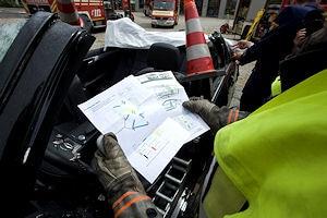 Der ADAC will solche Rettungskarten in allen Neufahrzeugen. Foto: ADAC