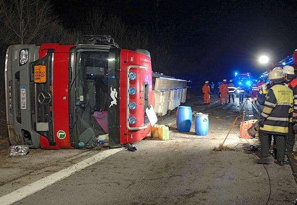 Der verunglückte Tanksattelzug auf der A 99. Foto: BF München