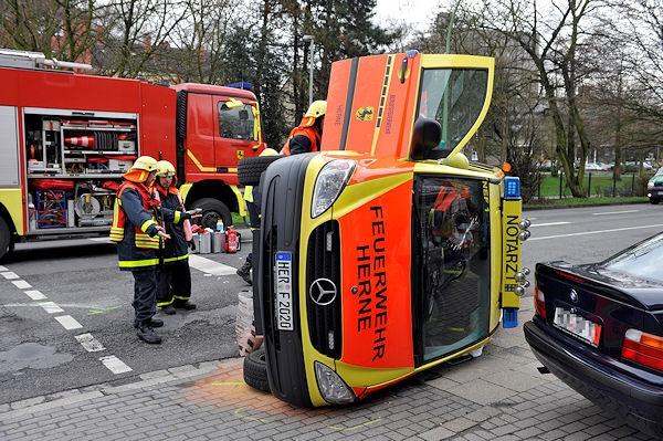 Verunglücktes NEF der Feuerwehr Herne. Foto: Stefan Kuhn
