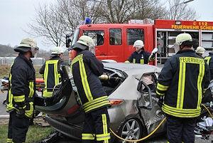 Das Rettungsgerät stößt bei diesem verunglückten Honda Civic an seine Grenzen. Foto: KFV Steinburg