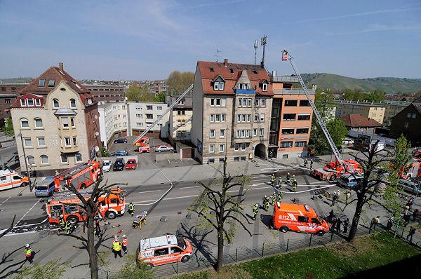Einsatzort in Stuttgart-Wangen: Der Dachstuhlbrand ist unter Kontrolle. Foto: Oskar Eyb