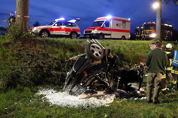 Das eingeschäumte Unfallfahrzeug bei Selters. Foto: Thomas Huberty