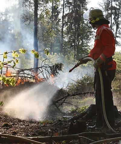 Netzwasser ist bei Bränden, bei denen die Wasserversorgung problematisch ist, manchmal entscheidend für den schnellen Einsatzerfolg. Foto: Feuerwehr Hallgarten