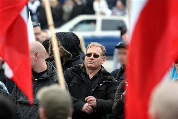Der ehemalige Chef der Dortmunder Feuerwehr, Klaus Schäfer, bei der einer Nazi-Demo in Dortmund. Foto: Ruhr Nachrichten / Peter Bandermann