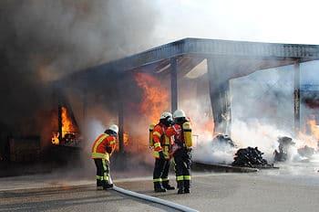 Großbrand in Bruchsal. Foto: Heinold/Feuerwehr