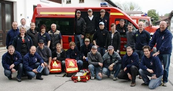 18 Feuerwehrmänner und drei Feuerwehrfrauen schlossen in Egling erfolgreich die Ausbildung zum First Responder ab. Foto: Hermann Spanner/Feuerwehr