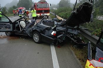 Der verunglückte BMW auf der A 27. Foto: VOX