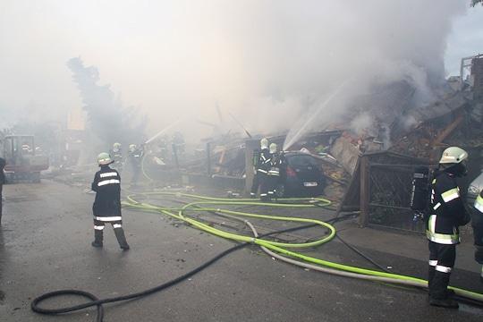 Zustand nach Explosion: Einfamilienhaus in St. Pölten. Foto: FF St. Pölten-Stadt/Lang