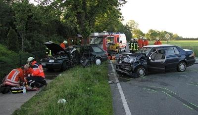 Schwerer Verkehrsunfall bei Thedinghausen (NI). Foto: Feuerwehr / Martin Köster