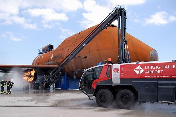 Trainingseinsatz an der neuen Übungsanlage der Flughafenfeuerwehr Leipzig/Halle. Foto: Flughafen Leipzig/Halle GmbH
