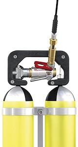 """Schnelladapter """"TW154"""" von WEH zum Füllen von Atemluft-Doppelflaschensystemen. Foto: WEH"""