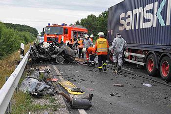 Tödlicher Verkehrsunfall in Meppen: In dem BMW verbrannte der 42-jährige Fahrer. Foto: Lindwehr