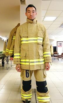 """Chinesischer Feuerwehrmann im """"V-Force""""-Anzug. Foto: LHD/Lion Apparel"""
