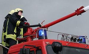Einsatz eines Monitors vom Tanklöschfahrzeug aus. Foto: Berufsfeuerwehr Bremen