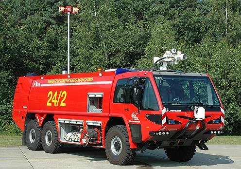 Flughafenlöschfahrzeug der Werkfeuerwehr EADS. Foto: Müller