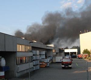 Brand in einem Chemiewerk in Steinhagen. Ein Arbeiter kam ums Leben. Foto: Andreas Eickhoff
