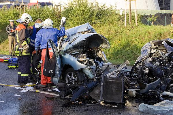 Bei diesem Unfall auf der B 51 starb am Montagmorgen ein 20-jähriger Autofahrer. Foto: Lange