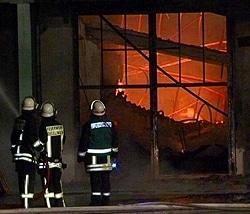 Kampf gegen die Flammen. Foto: NonstopNews