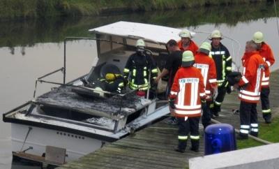 Feuer auf Sportboot. Foto: Gerhard Samuels
